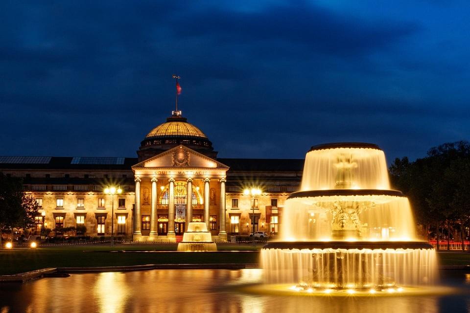 Wiesbaden Kurhaus bei Nacht